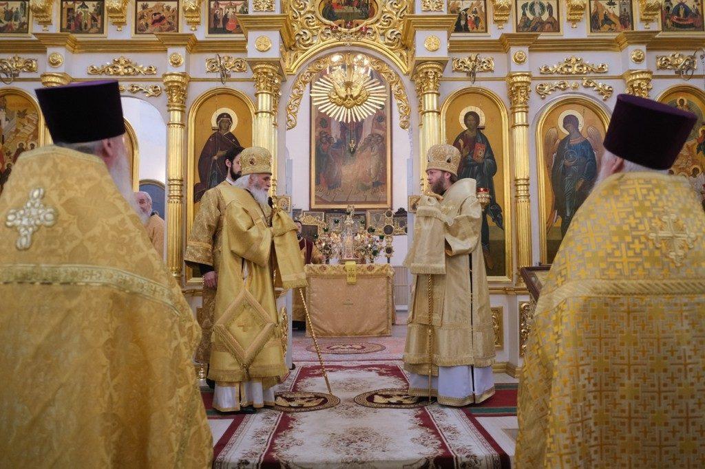 Митрополит Савва и епископ Адриан