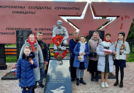 В День Победы в Ржевском районе служились литии на воинских захоронениях